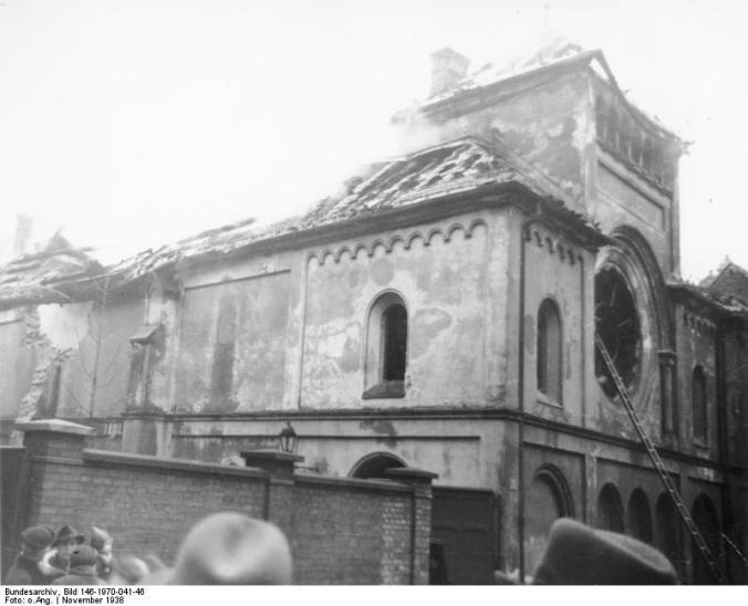 Die Ohel-Jacob-Synagoge nach der Reichspogromnacht (Bild: Bundesrachiv/Wikipedia Commons)