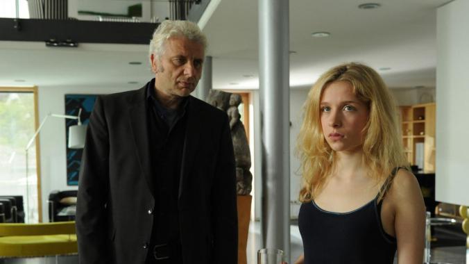Leitmayr (Udo Wachtveitl) versucht, die Jugendlichen (Anna-Lena Klenke) zu verstehen. (Bild: Elke Werner/BR)