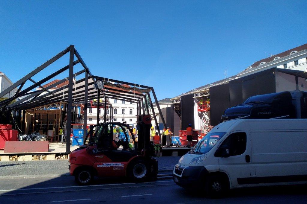 Blick von der Brienner Straße auf den Wittelsbacher Platz, der für die IAA zugebaut wird.